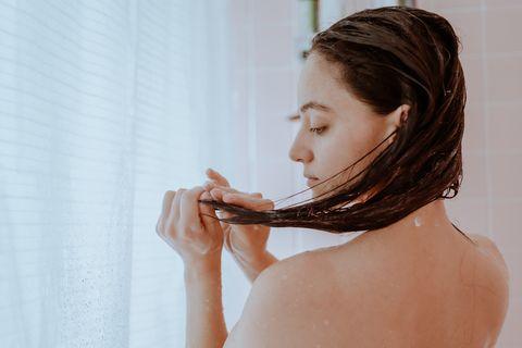 cómo cuidar el cuero cabelludo graso con los sencillos consejos de cuca miquel