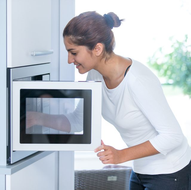 woman using a microwave