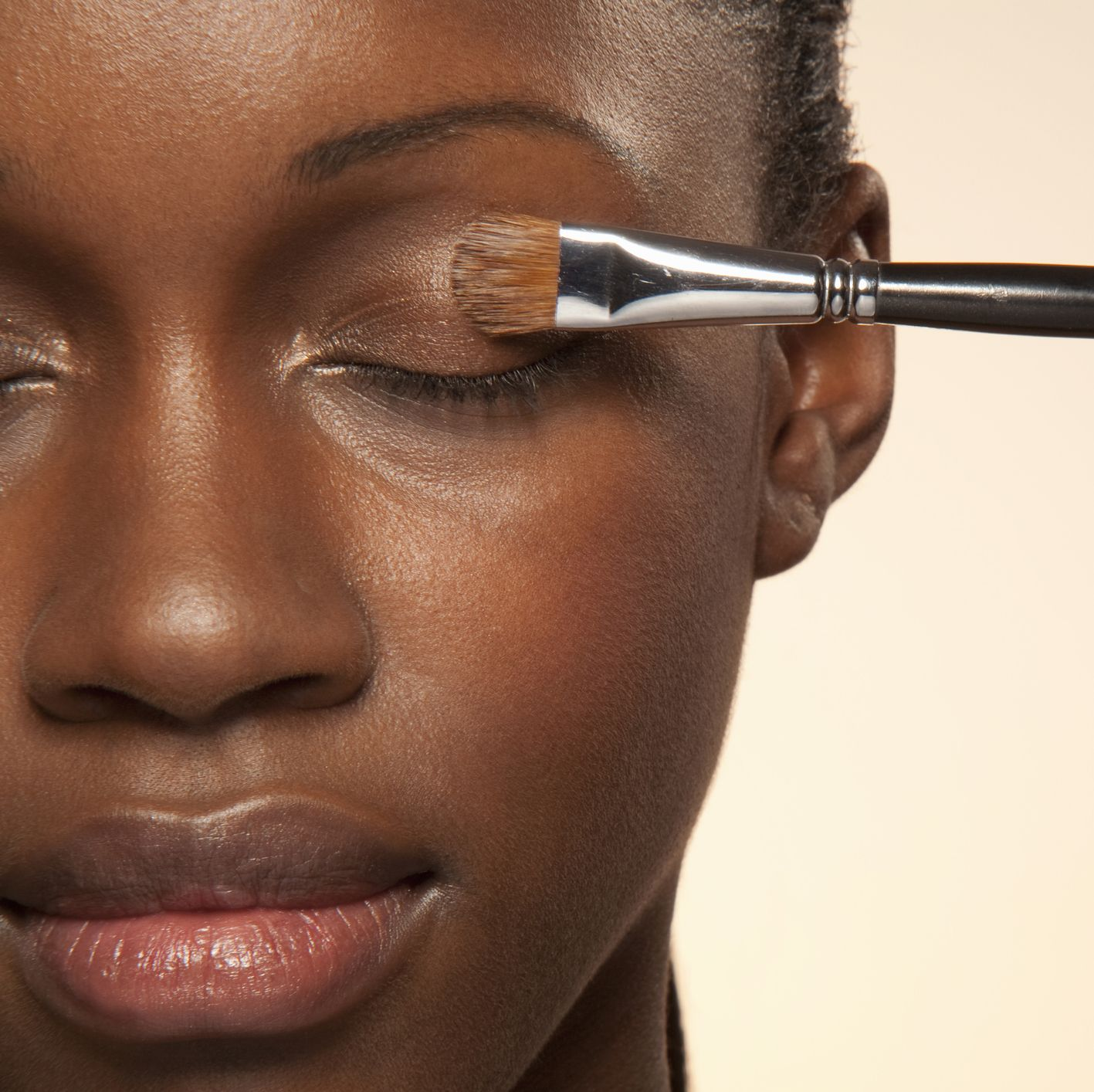 how to apply highlighter — eyes