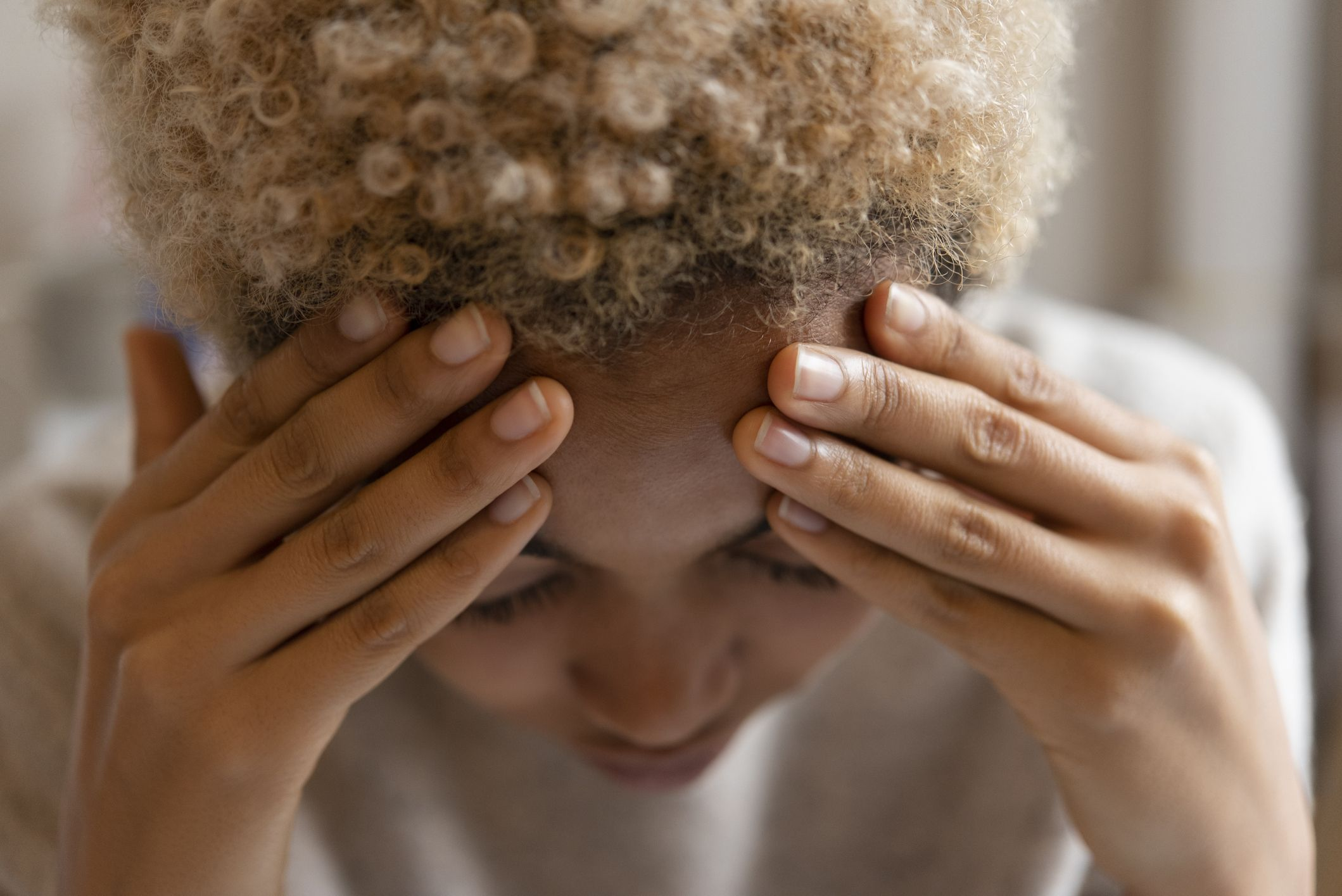 Leading researcher says that a headache and runny nose are linked to the Delta variant