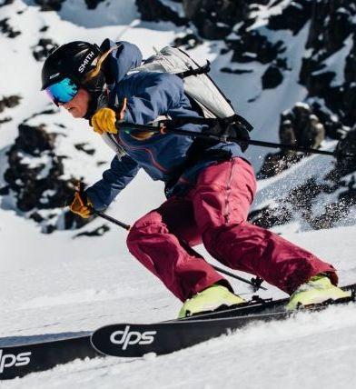 Skier, Snow, Ski, Ski binding, Snowboard, Ski boot, Ski Equipment, Winter sport, Sports equipment, Ski helmet,