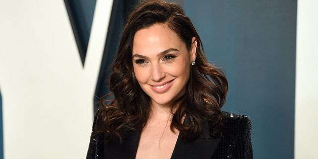 beverly hills, california   february 09 gal gadot attends the 2020 vanity fair oscar party hosted by radhika jones at wallis annenberg center for the performing arts on february 09, 2020 in beverly hills, california photo by karwai tanggetty images