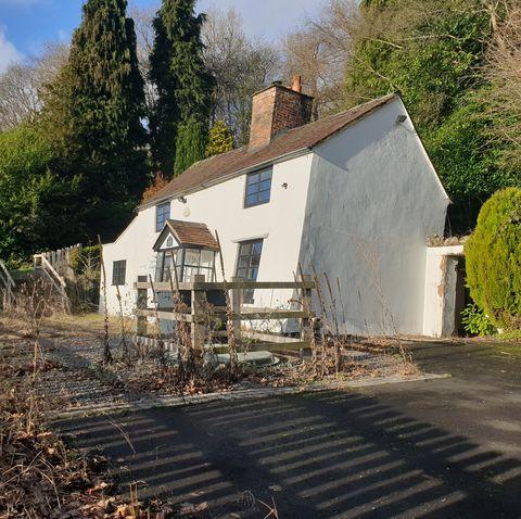 Uk S Wonkiest Cottage For Sale In Shropshire 163 100k