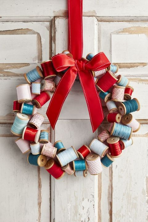 DIY christmas wreaths wooden spool wreath
