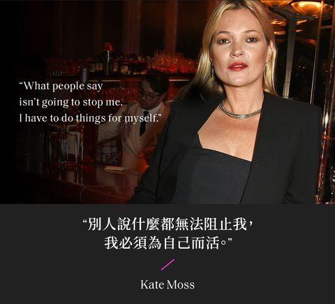 凱特摩絲kate moss 穿著黑色西裝套裝出席在酒吧的活動