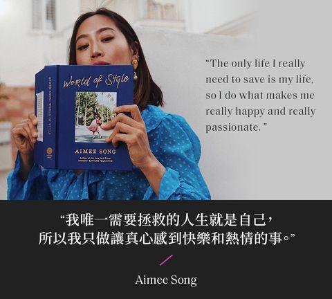 aimee song 傳著水藍色紗質長袖 拿著自己寫的world of style書 拍照