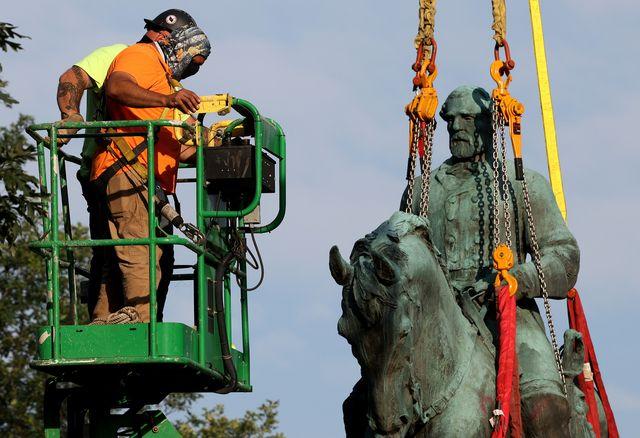 city of charlottesville, virginia removes its confederate era statues
