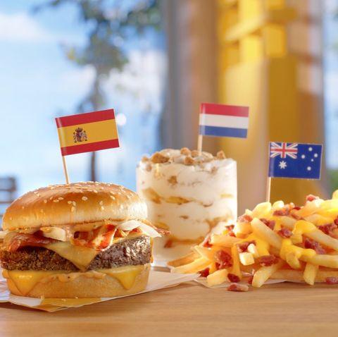 Dish, Food, Junk food, Fast food, Hamburger, Cuisine, Cheeseburger, Kids' meal, Breakfast sandwich, Slider,