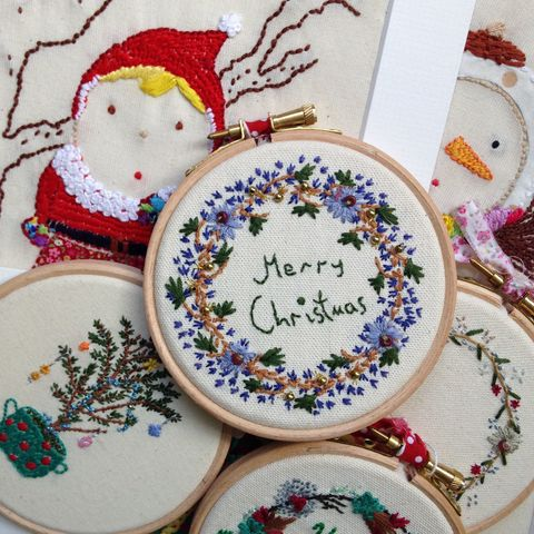 Christmas Embroidery Hoop Wreath.How To Make Christmas Wreath Embroidery Hoops Diy