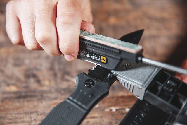 sharpening knife using work sharp tool