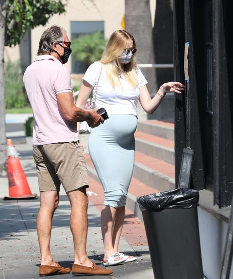 sophie turner with her dad