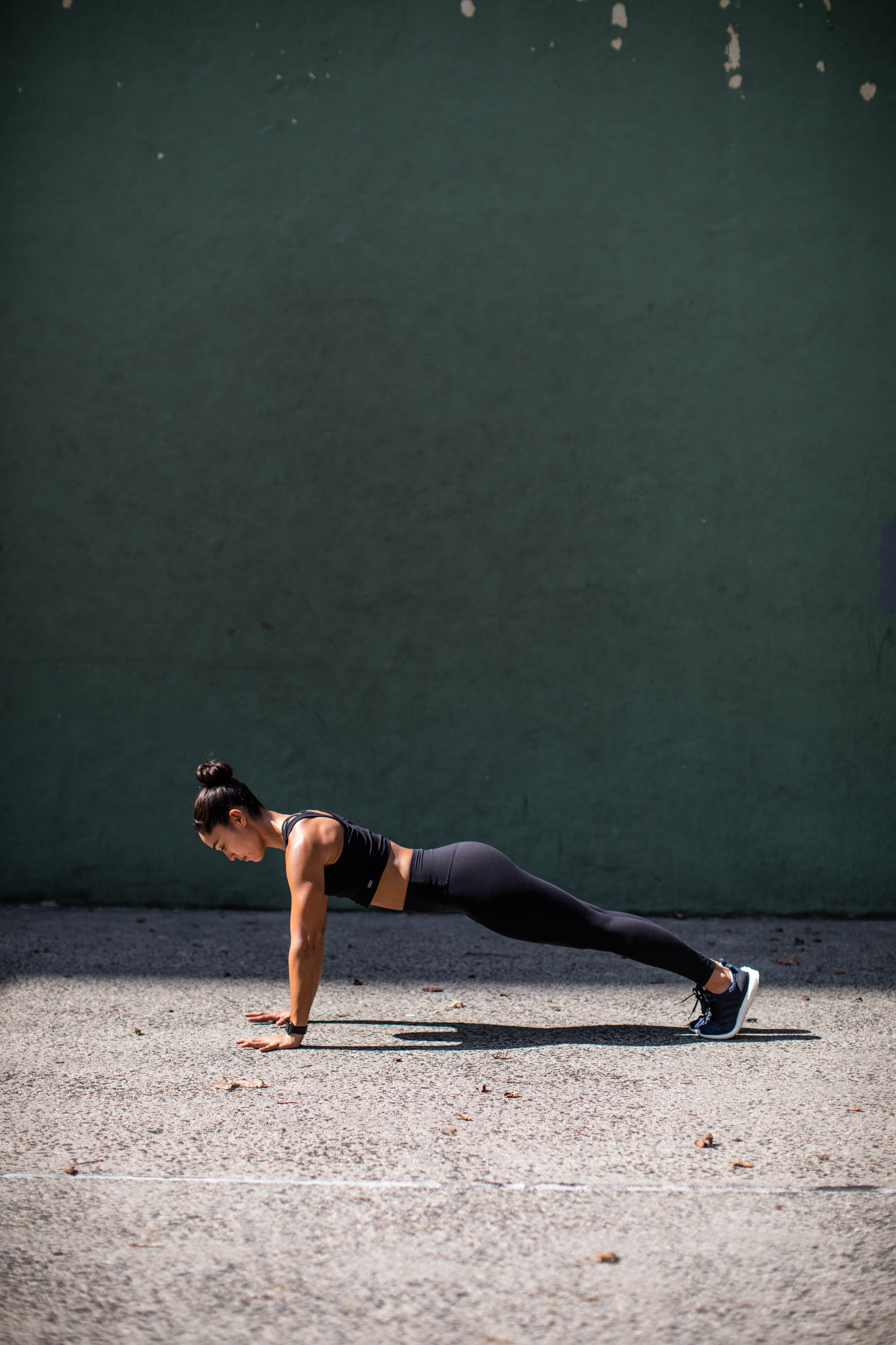 This 5-Move Core Workout Is the Perfect Way to Start Any Strength Session