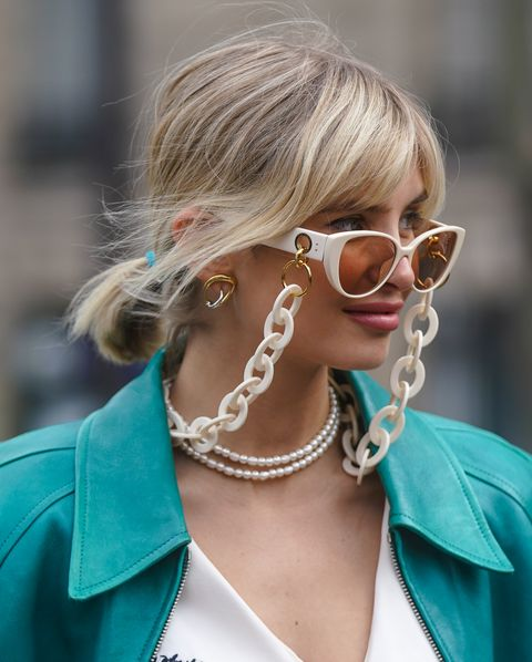 Street Style  - Paris Fashion Week - Womenswear Fall/Winter 2020/2021 : Day Nine