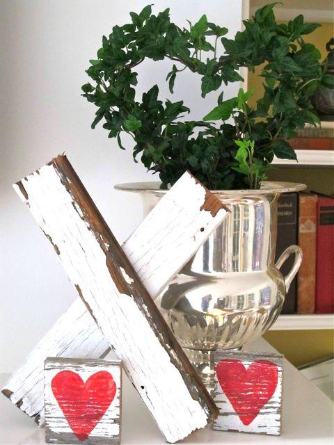 wooden kiss decor idea