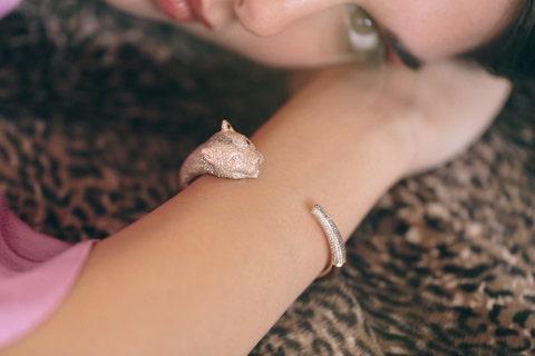 Skin, Finger, Hand, Lip, Close-up, Fashion accessory, Jewellery, Body jewelry, Ring, Neck,