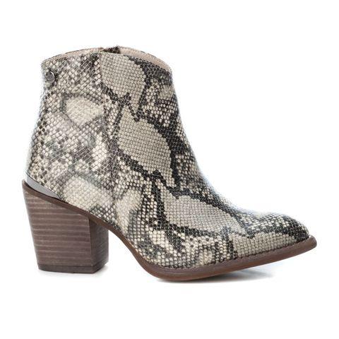Footwear, Boot, Beige, Shoe, Brown, High heels,