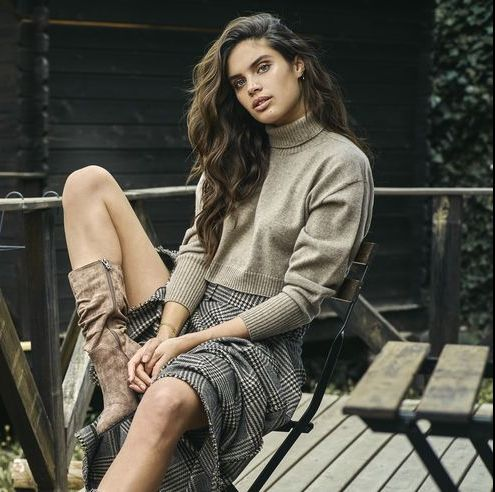 Sitting, Fashion, Beauty, Leg, Photo shoot, Fashion model, Model, Photography, Brown hair, Dress,