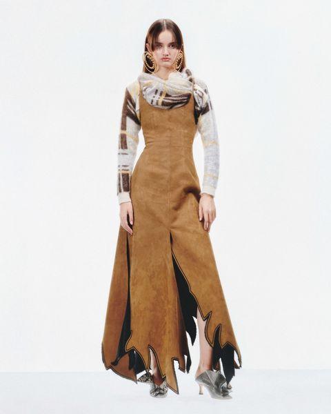 Brown, Sleeve, Shoulder, Joint, Standing, Style, Formal wear, Costume design, Dress, Fashion,