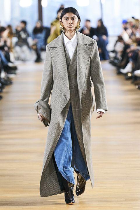 Fashion, Fashion model, Clothing, Runway, Fashion show, Outerwear, Coat, Human, Footwear, Overcoat,