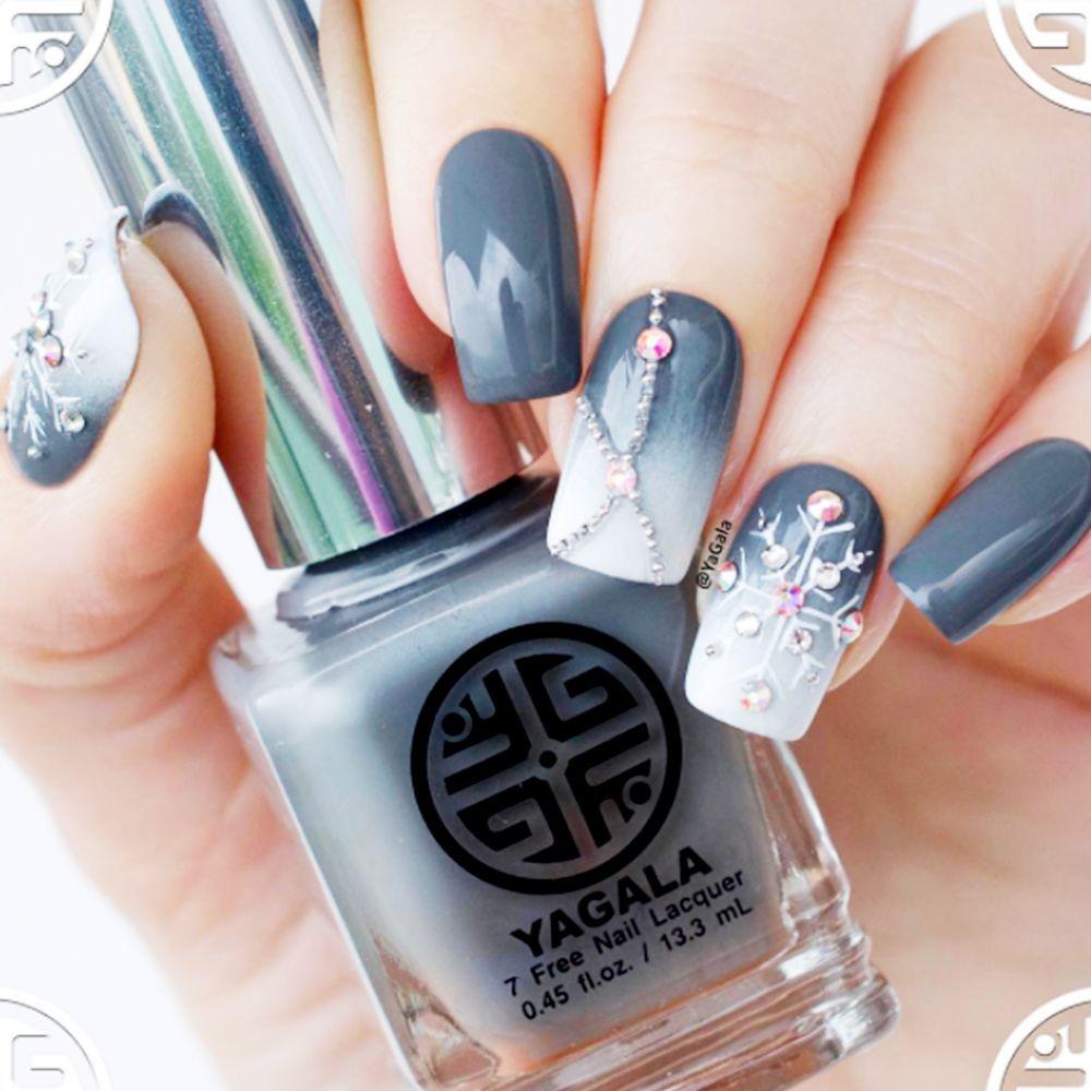 9 Cute Snowflake Nail Designs Snowflake Nail Art Ideas For A Winter Manicure