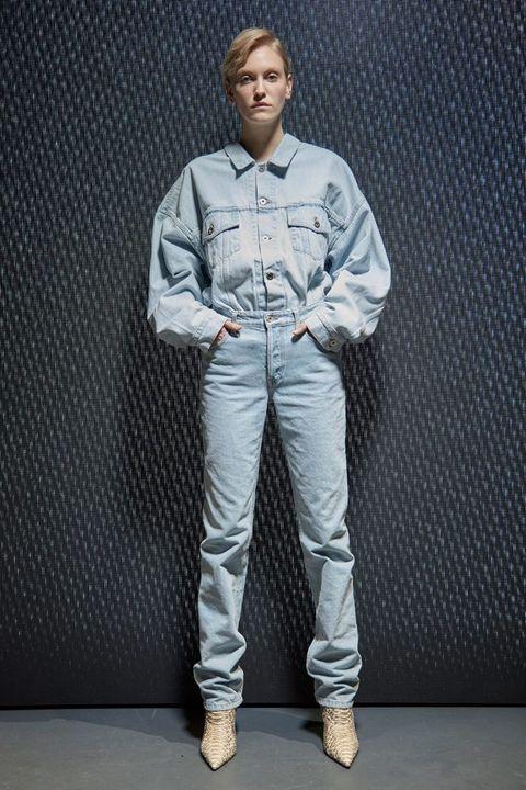 Dress shirt, Shoe, Collar, Sleeve, Shirt, Pocket, Standing, Style, Uniform, Street fashion,