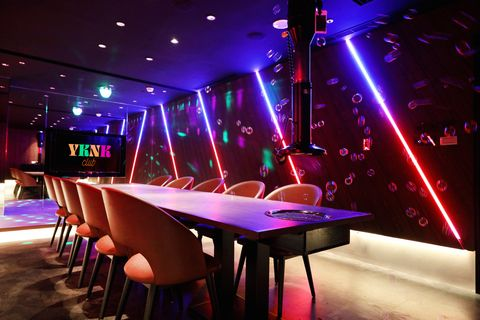 Nightclub, Lighting, Table, Music venue, Pub, Bar, Visual effect lighting, Room, Drink, Disco,