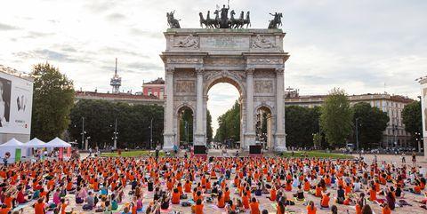 Arch, Architecture, Public space, Tree, Monument, Tourism, City, Town square, Leisure, Event,