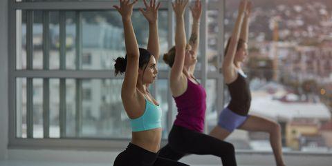 Yoga les - vrouwen in yogastudio