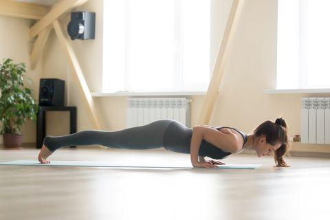 10招「瘦手臂瑜珈」消除掰掰袖,練出女團天鵝頸、馬甲線