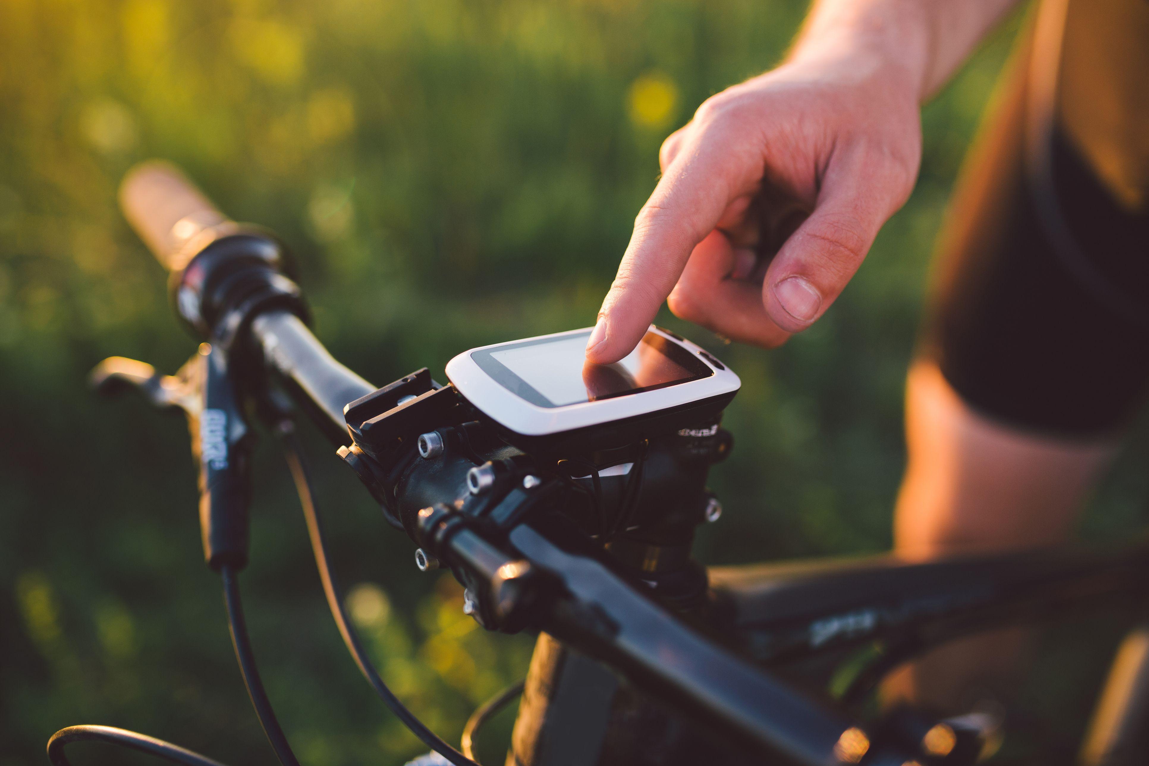 Smart Watch Sale 2019 | 10 Best Deals on Bike GPS Trackers