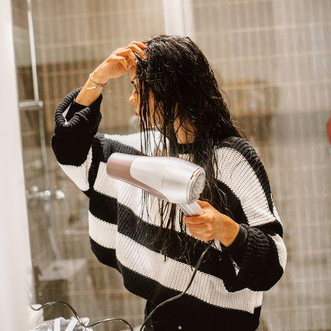 保養頭髮的誤解:用風罩吹風機吹乾會傷害頭髮