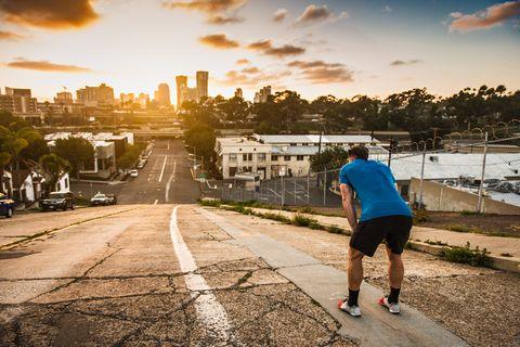 corredor en una ciudad vacía