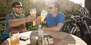 Cerveza con electrolitos frente a bebida deportiva