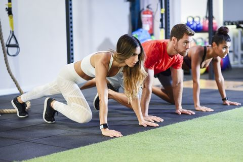 How to Do Mountain Climbers—And 4 More Variations That Will Smoke Your Abs