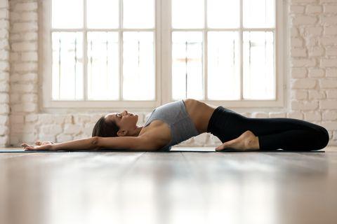 「陰瑜伽」呼吸法、好處一次看!4支居家運動影片,舒緩身心焦慮