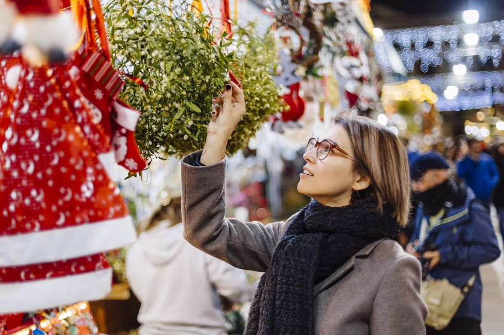 Here's Where to Buy Mistletoe for Storybook-Worthy Christmas Decor