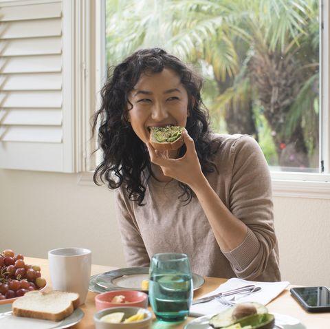 不運動也能瘦?減脂專家教你養成易瘦體質:多吃蛋、吃飯咀嚼10秒戒掉麵包