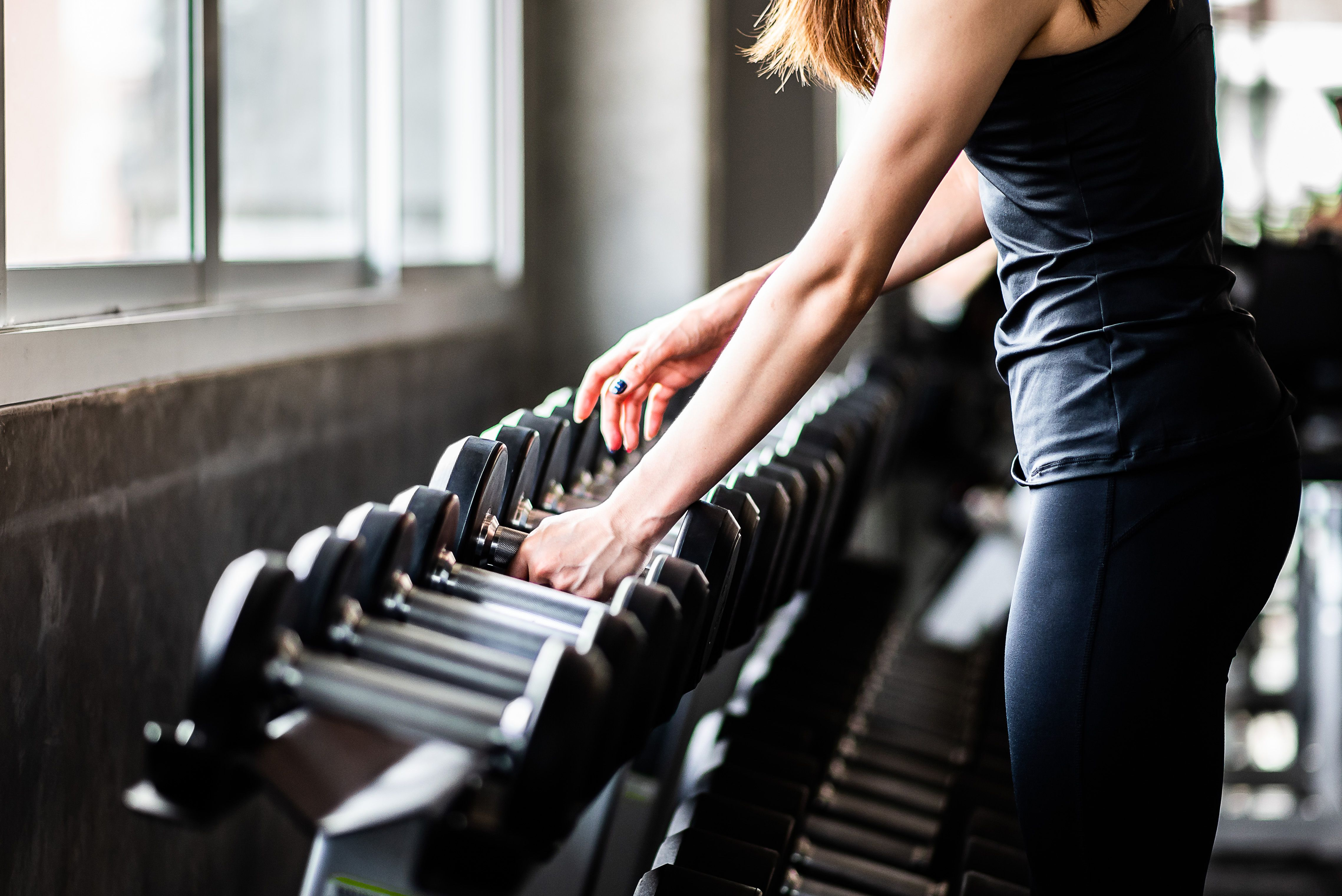 How to Choose the Right Weight to Lift When You Hit the Gym