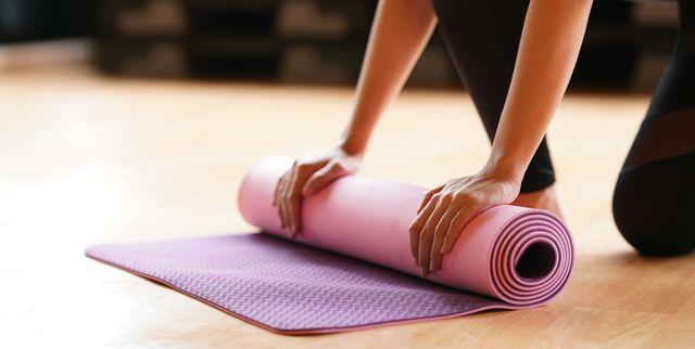 「腹筋がある私」が自分の価値だと思い込み、ワークアウト中毒に陥ってしまった、パーソナルトレーナーのアリス・リビングさん。運動のしすぎで生理が7カ月ほど止まってしまったことで気づいたという、運動と健康のバランスを保つ大切さなど、彼女がトレーニング中毒を克服するまでの体験談をお届けします。