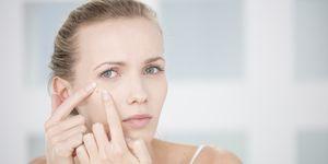 Mujer acné piel grasa blog Cuca Miquel