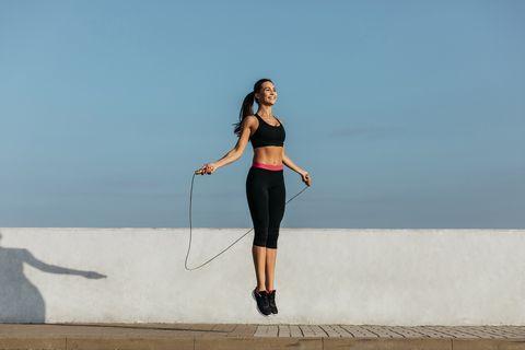 日本火紅的「空氣跳繩運動」每天20分鐘減5kg!5個高效跳繩減肥方法推薦,瘦全身還比跑步更加爆汗