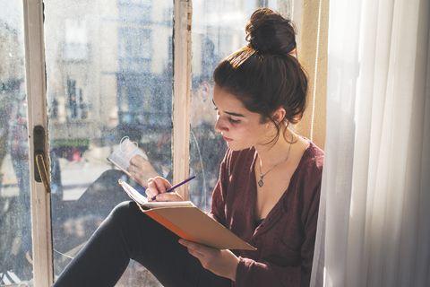 本記事では、セレブのセラピストで「cultureminds therapy」の創設者であるシャルナデ・ジョージさんが解説する、毎日を特別な日のように過ごすためのポイントをご紹介します。新型コロナウイルスの影響を受け、旅行に行く機会やイベントごとも減る中、楽しみを見出すのが難しいと感じている人もいるかもしれません。