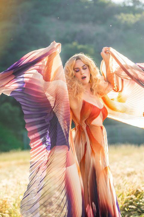 People in nature, Photograph, Beauty, Light, Sunlight, Summer, Blond, Sunglasses, Pink, Eyewear,