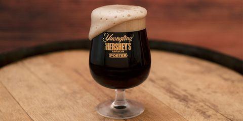 Drink, Beer glass, Alcoholic beverage, Bicerin, Irish coffee, Stout, Distilled beverage, Beer, Black velvet, Glass,