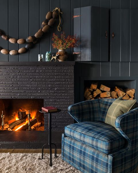 Hearth, Fireplace, Room, Living room, Heat, Furniture, Fire screen, Interior design, Home, Gas,
