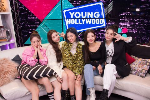 itzy visits young hollywood studio