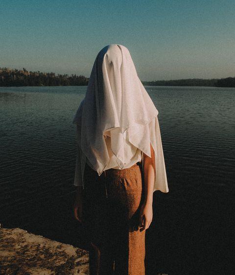 Water, Sky, Beauty, Shoulder, Long hair, Calm, Summer, Hand, Photography, Beige,