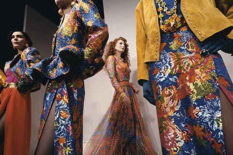 Abiti Da Cerimonia Yves Saint Laurent.Yves Saint Laurent Il Grande Stilista Celebrato Con Una Raccolta