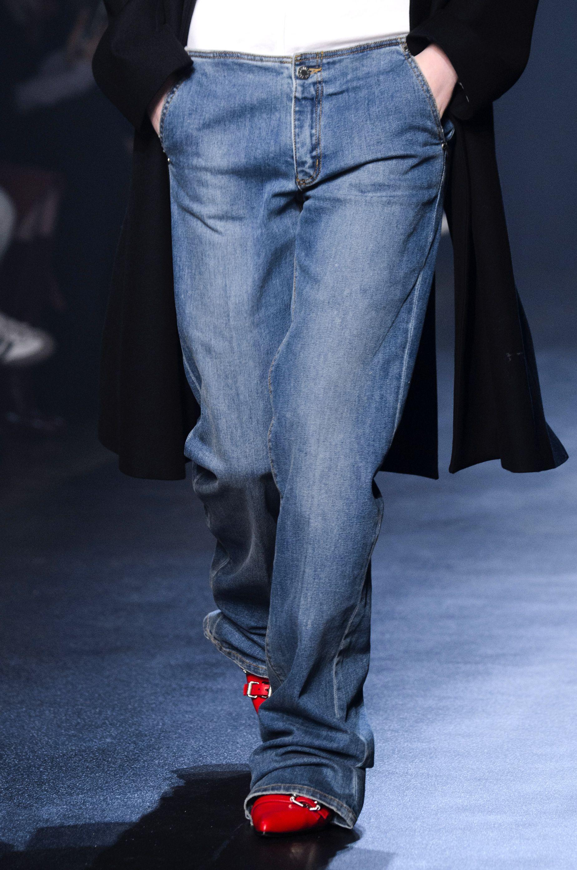 Ecco 3 modelli di jeans moda 2019 che indosserai per tutto lautunno (e anche tutto linverno)