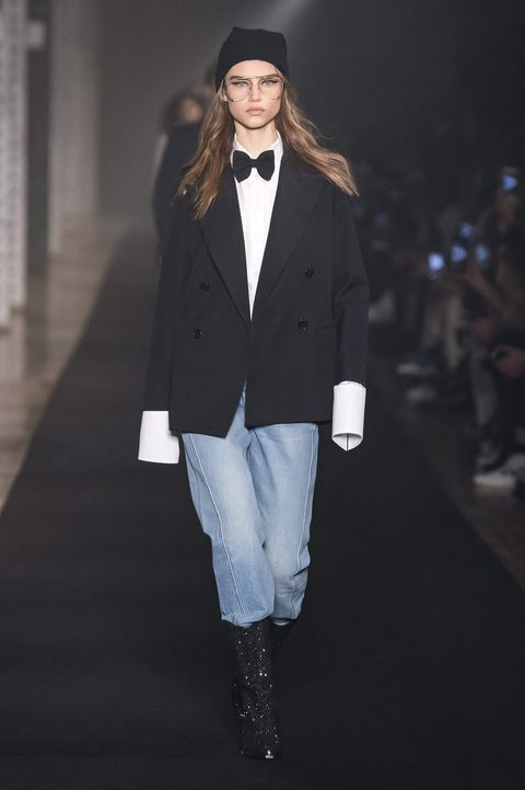 Fashion, Runway, White, Clothing, Fashion model, Fashion show, Outerwear, Street fashion, Footwear, Human,